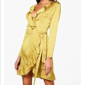 Ruffle wrap dress 💛
